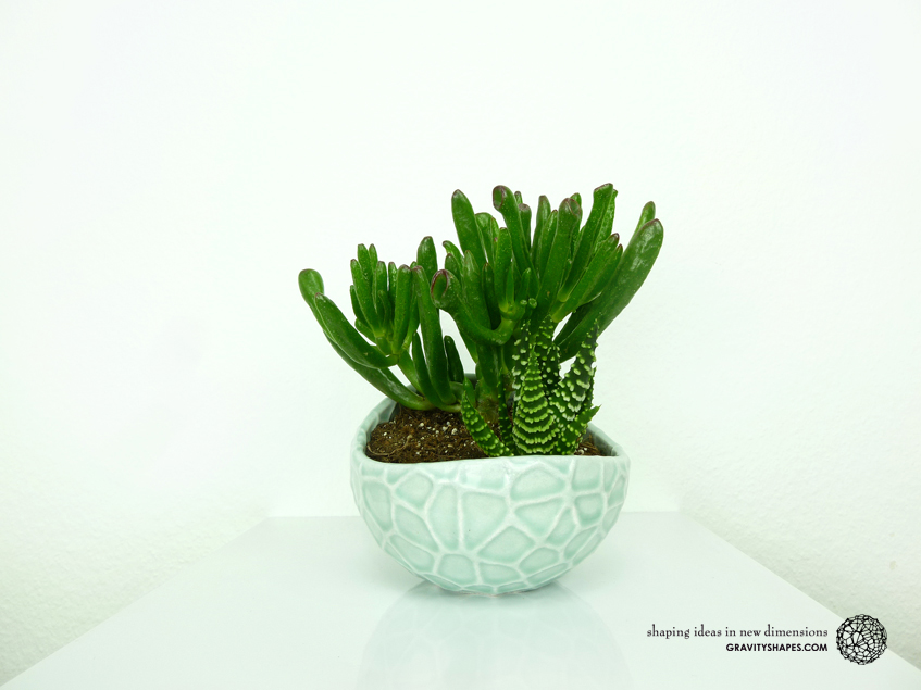 Porcelain Plant-pot in Water-Look (size XL – Gloss Celadon Green)