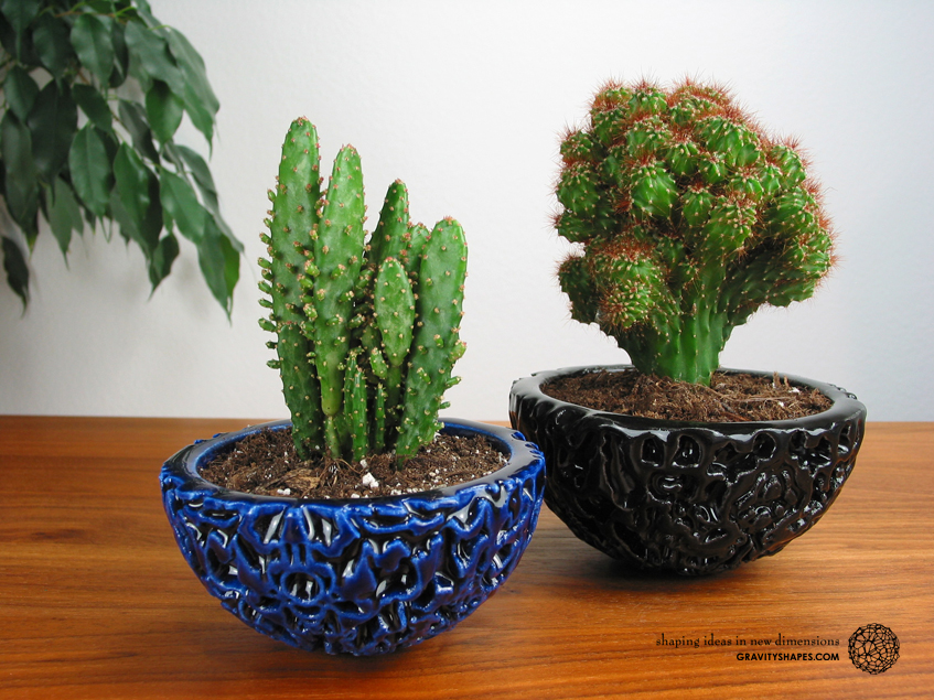 Galaxy Porcelain Pot (black) and Little Galaxy Porcelain Pot (blue)