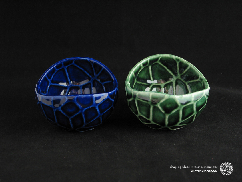 Porcelain plant pots in Water-Look #13 round small (Cobalt Blue and Oribe Green)