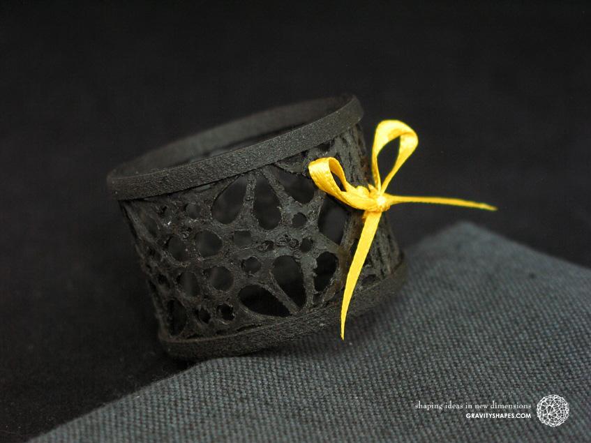 Napkin ring laced, black wood with mosaik