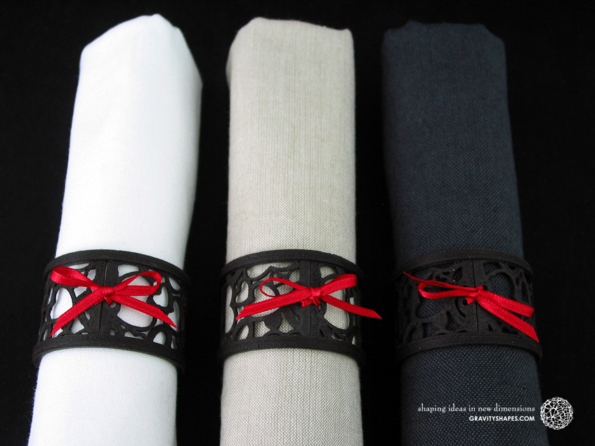 Napkin rings laced, black wood with hearts