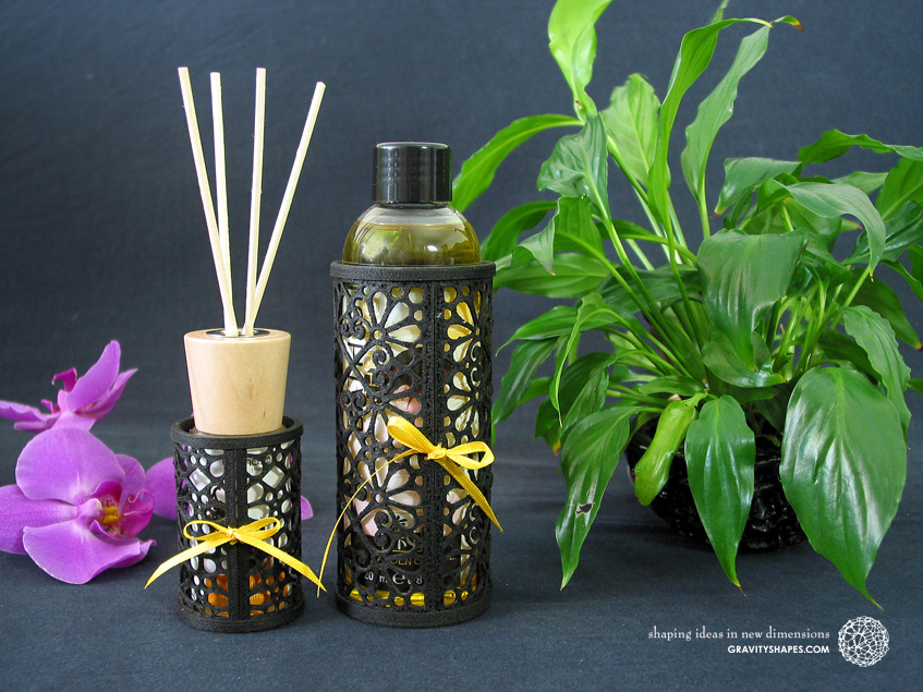 Fragrance diffuser and SHIATSU bath oil holder in black wood (Mosaic 3).