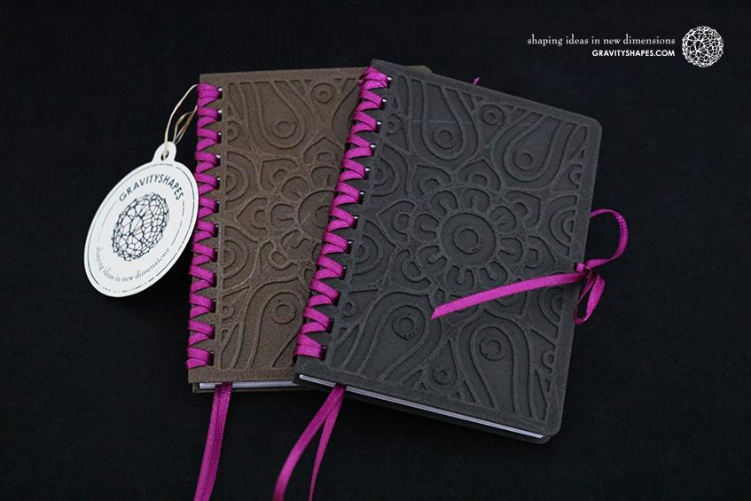 684_Holz-Notizbloecke-A7-mit-Zierschnürung_braun-violett_schwarz-violett_Ornament_2